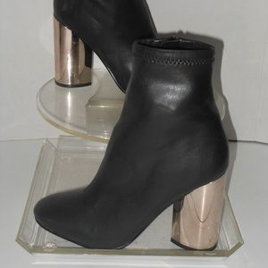 ALDO BLACK ANKLE BOOTS SIZE 8 MEDIUM